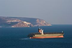Navio de recipiente vazio Maipo que move-se pelo mar Louro de Nakhodka Mar do leste (de Japão) 05 03 2015 Imagem de Stock Royalty Free