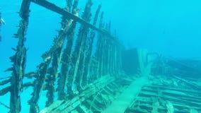 Navio destruído velho afundado no Mar Vermelho vídeos de arquivo