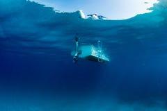 Navio do barco do oceano azul subaquático Fotografia de Stock