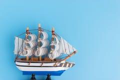 Navio do brinquedo no backround azul fotografia de stock royalty free