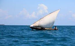 Navio do Dhow fora de zanzibar imagens de stock royalty free