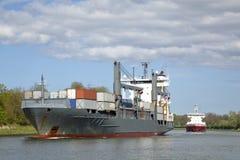 Navio do frete no canal de Kiel Fotos de Stock Royalty Free