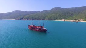 navio do prazer na baía vídeos de arquivo