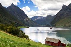 Navio em Hjorundfjord fotografia de stock