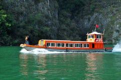 Navio em Yangtze Three Gorges pequeno em Wushan China Imagens de Stock