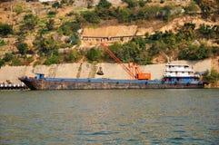 Navio em Yangtze Three Gorges pequeno em Wushan China Fotografia de Stock Royalty Free