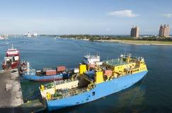Navio industrial de Nassau Fotos de Stock Royalty Free