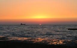 Navio, mar, por do sol Fotografia de Stock