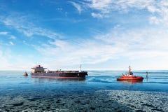 Navio no mar congelado foto de stock royalty free