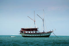 Navio no oceano Imagens de Stock Royalty Free