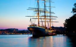 Navio no por do sol, Éstocolmo, Sweden Imagem de Stock