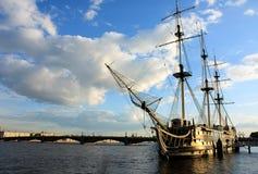 Navio no rio Imagem de Stock Royalty Free