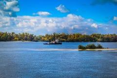 Navio no rio Foto de Stock
