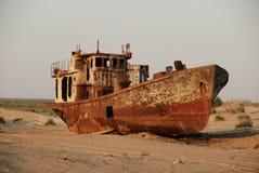 Navio oxidado do mar de Aral Imagens de Stock Royalty Free