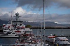 Navio que abriga uma estação meteorológica em Reykjavik foto de stock