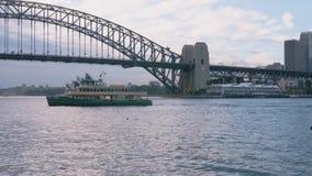 Navio que chega no porto de Sydney vídeos de arquivo