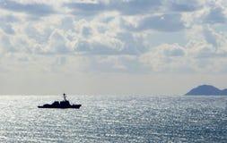Navio que navega o oceano Imagens de Stock Royalty Free