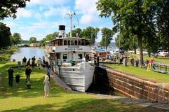 Navio a vapor no canal de Göta - Sjötorp, Suécia imagem de stock
