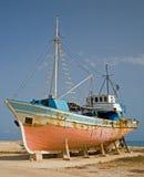 Navio velho que está sendo reparado foto de stock