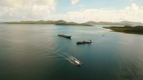 Navios aéreos da carga e de passageiro no mar Filipinas, Siargao filme