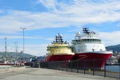 Navios amarrados no porto de Bergen foto de stock