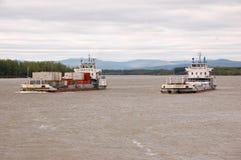Navios de carga no interior de Rússia do rio de Kolyma Fotos de Stock Royalty Free