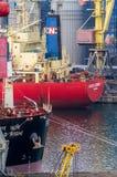 Navios de carga no porto de comércio Foto de Stock Royalty Free