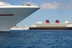 Navios de cruzeiros ancorados Imagem de Stock