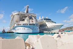 Navios de cruzeiros em St. Maarten imagem de stock