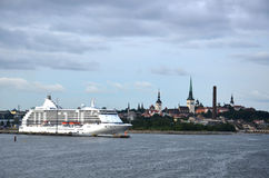 Navios de cruzeiros gigantes e vistas de Veneza Imagens de Stock