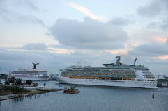 Navios de cruzeiros na porta de Miami Fotografia de Stock
