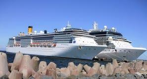 Navios de cruzeiros no porto Foto de Stock Royalty Free