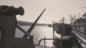 Navios de guerra ancoradas em uma base militar filme