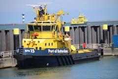 Navios do piloto da autoridade portuária de Rotterdam no Pistollhaven nos Países Baixos foto de stock