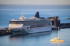 Navios e forros bonitos do cruzeiro Imagem de Stock Royalty Free