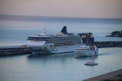 Navios e forros bonitos do cruzeiro Fotografia de Stock