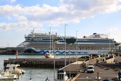Navios e forros bonitos do cruzeiro Fotos de Stock