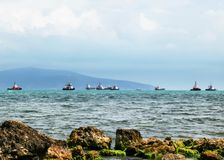 Navios e reboquees de carga no Mar Negro, Rússia fotos de stock