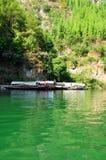 Navios em Yangtze Three Gorges pequeno em Wushan China Fotografia de Stock
