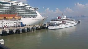Navios entrados no porto Klang Fotografia de Stock Royalty Free
