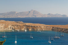 Navios na baía de Lindos, ilha do Rodes Foto de Stock