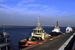 Navios na porta imagens de stock royalty free