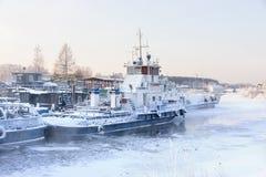 Navios no lago, inverno Fotos de Stock