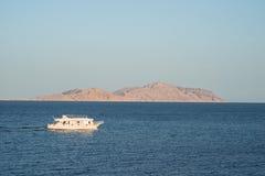 Navios no mar barco da velocidade no Mar Vermelho Fotografia de Stock