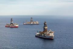 Navios no oceano fotografia de stock