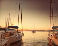 Navios no porto de Poros, Grécia Fotografia de Stock