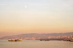 Navios (petroleiros) no crepúsculo Foto de Stock Royalty Free