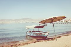 Navios turísticos na praia de Aqaba, Jordânia Recurso popular, l Imagens de Stock Royalty Free