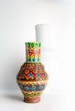 Navire coloré décoré égyptien de poterie (Kolla) Photographie stock libre de droits