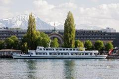 Navire de milliseconde Gotthard sur le terminal du ferry Images stock